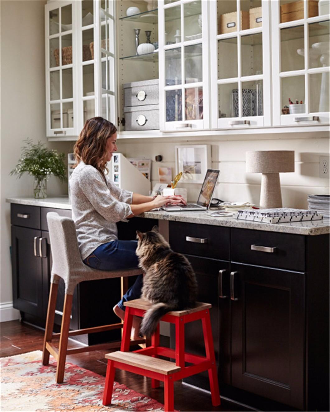 在厨房打造一个家庭办公室