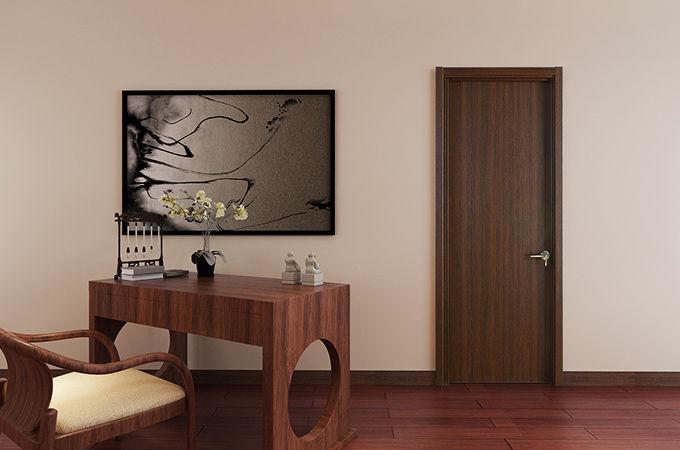 给实木复合门换个颜色,但要注意油漆的环保哦~