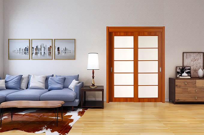 安装卧室推拉门的时候,也要关注到材质的问题