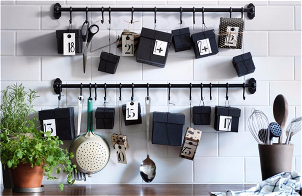 DIY圣诞节倒计时日历:充分利用你的厨房挂钩和挂杆