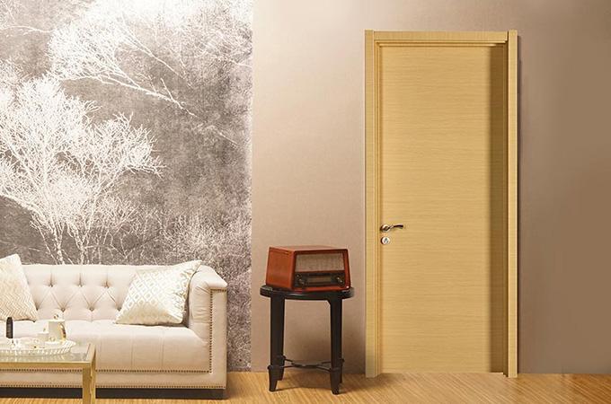 家装的室内套装门能选实木材质吗?