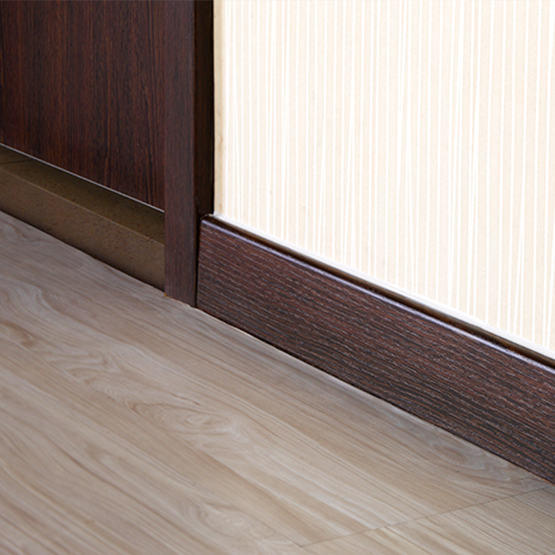 踢脚线的样式也要根据家里面的装修风格来选择